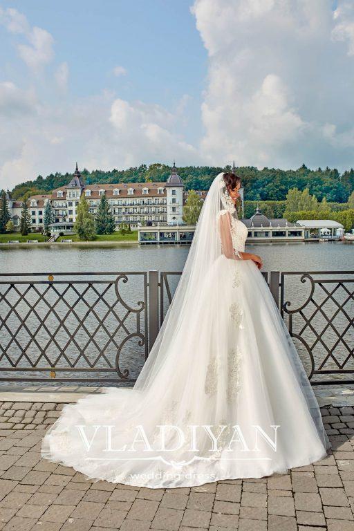 Vladiyan 40-2 · Rochie de mireasa 2018